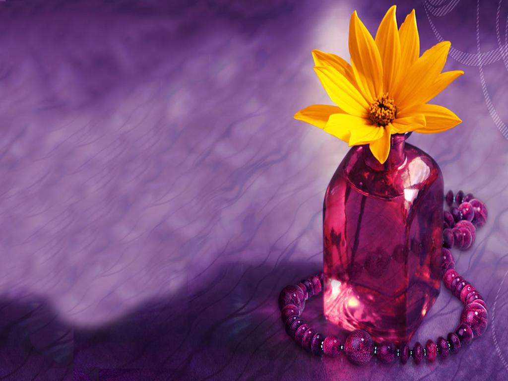 fleur-fond-d-ecran-violet-bouteille-et-collier-flora